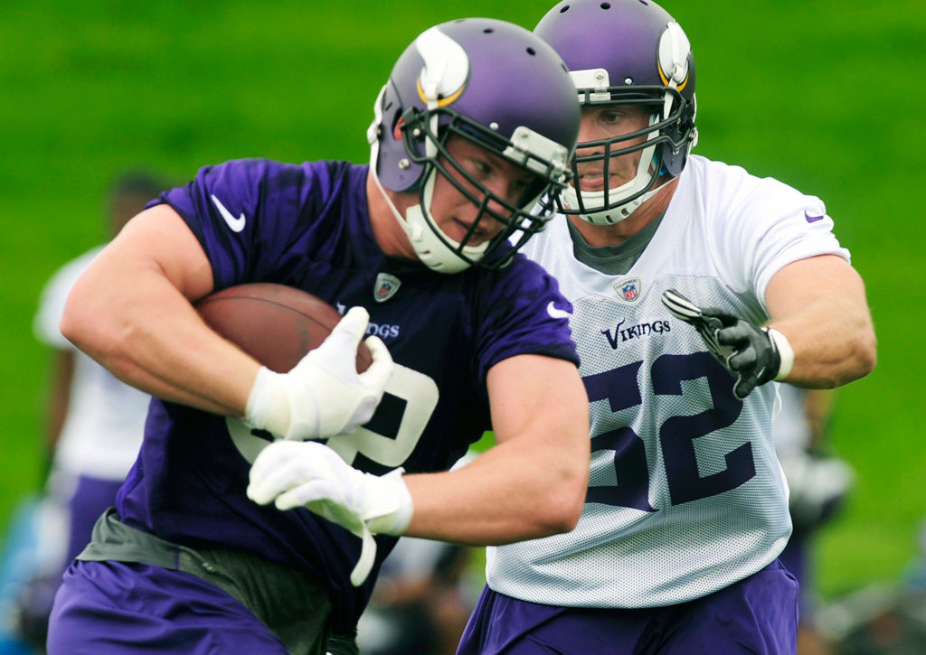 . Linebacker Chad Greenway, right, closes in on tight end Kyle Rudolph.  (Pioneer Press: Scott Takushi)