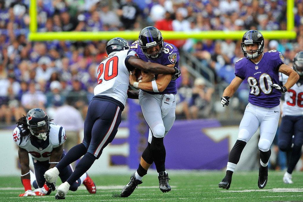 . Tight end Dallas Clark #87 of the Baltimore Ravens runs the ball  against the Houston Texans at M&T Bank Stadium on September 22, 2013 in Baltimore, Maryland.  (Photo by Larry French/Getty Images)
