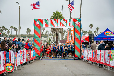 2019 Santa to the Sea - 5K Start