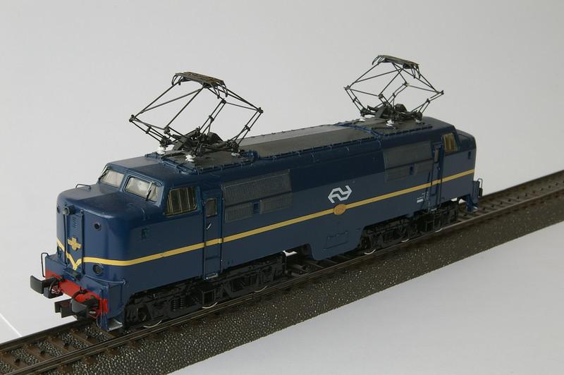 3161.x 1214 Berlijns blauw met logo gesuperd -1.JPG