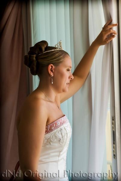 09a Heather & Justin Wedding Prep (phototools vig & glow).jpg