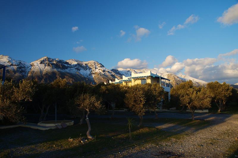 Toursit huts in Fragokastello