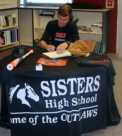 Justin Harrer signs with Oregon State 11-17-14
