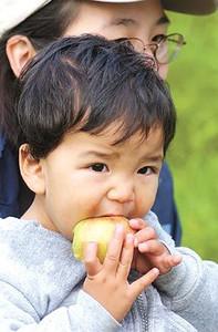 Elias Devadoss eating apple