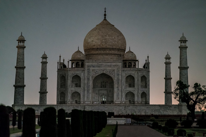 Taj-Mahal-Moonlight-1300-HDR.jpg