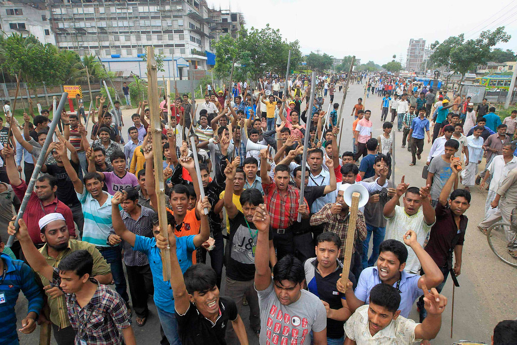. Garment workers shout slogans as they block a street during a protest to demand capital punishment for those responsible for the collapse of the Rana Plaza building in Savar, outside Dhaka April 30, 2013.  REUTERS/Sajid Hossain