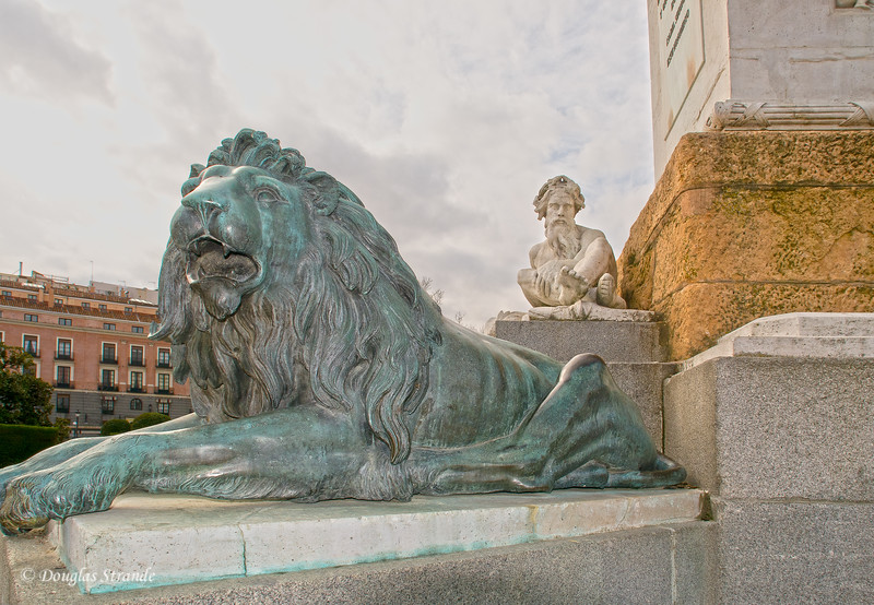 Tue 3/08 in Madrid: Statues at Royal Palace
