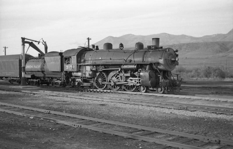 UP-trains-passing-McCammon-Idaho_June-1946_008_Emil-Albrecht-photo-0211-rescan.jpg