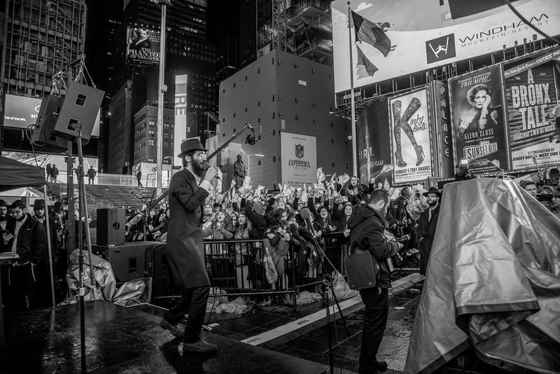 C-Teen Shabbaton Times Square kids from around the world0004.JPG