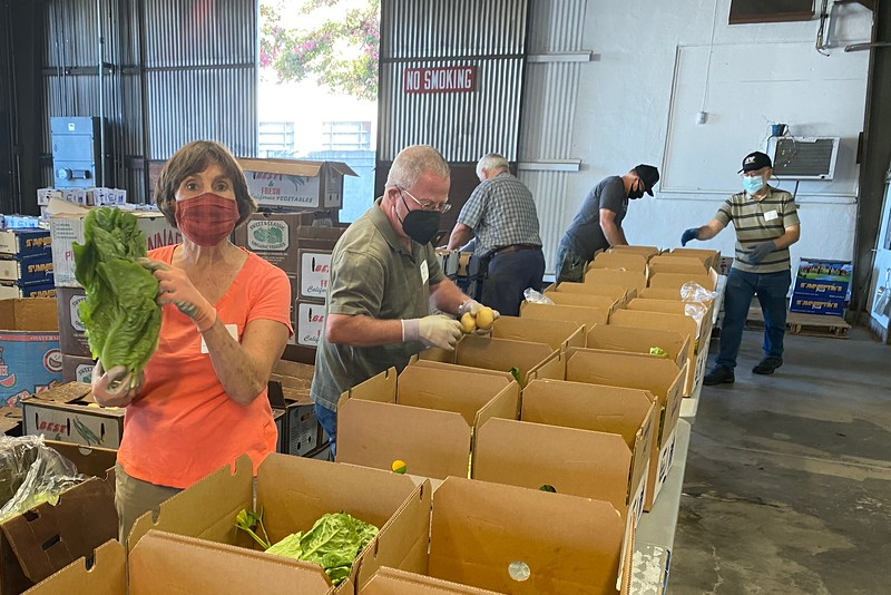 abrahamic-alliance-international-abrahamic-reunion-compassion-farm-box-packing-san-jose-2021-09-13-veggielution-warehouse-22-25-11-eva-lippmann.jpeg