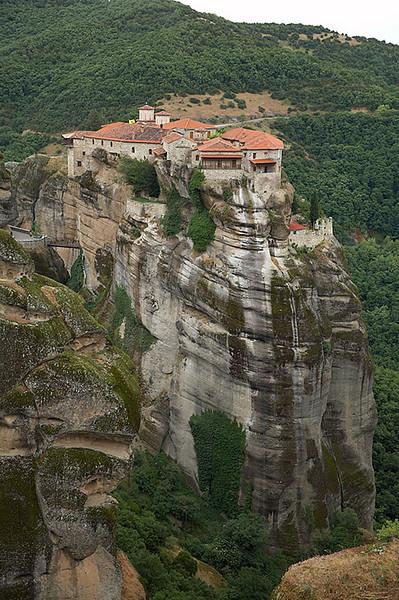 Moni Varlaam as seen from Moni Megalou Meteorou.