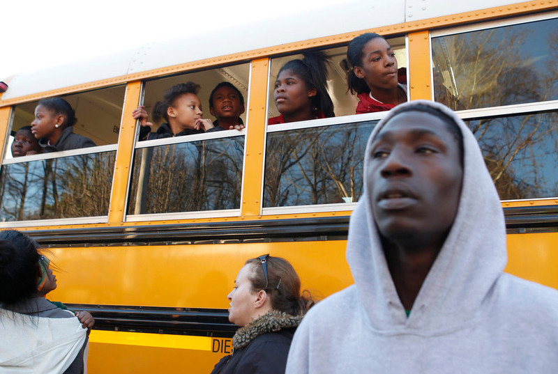 . Children look for their parents from a school bus near Price Middle School following a shooting at the school in Atlanta, Georgia, January 31, 2013.   One student was shot and another arrested in the latest string of school shootings.  REUTERS/Tami Chappell