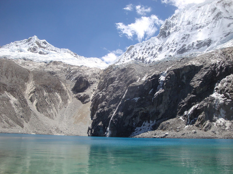 And finally, here it is, Laguna 69 at 4,600 m! I will thrilled to get here without too much trouble. It was nice to overtake panting tourists far younger :) Go vegan, people! :)