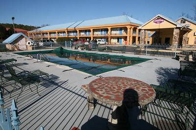 Motel w/Pool