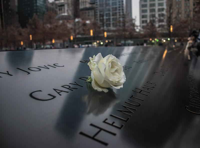 Memorial flower WTC 2.jpg