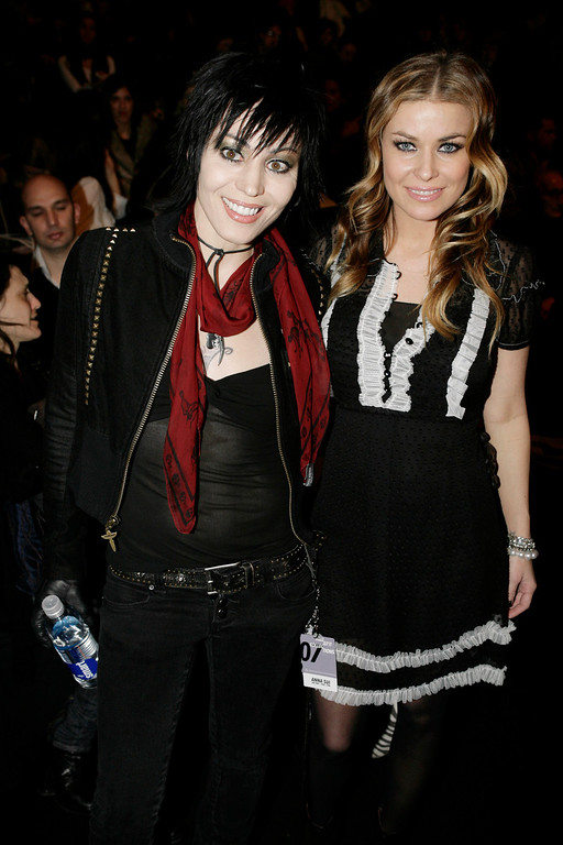 . Joan Jett, left, and Carmen Electra pose for photographers before the Anna Sui 2007 fall collection is shown at Fashion Week in New York, Wednesday, Feb. 7, 2007.  (AP Photo/Seth Wenig)