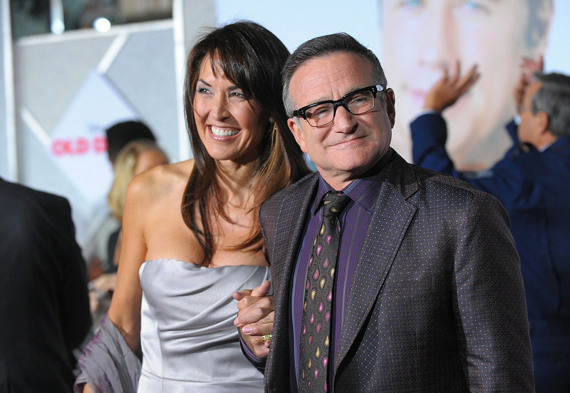 . Susan Schneider and Robin Williams arrive at the premiere of Walt Disney Pictures\' \'Old Dogs\' at the El Capitan Theatre on November 9, 2009 in Hollywood, California.  (Photo by Jason Merritt/Getty Images)