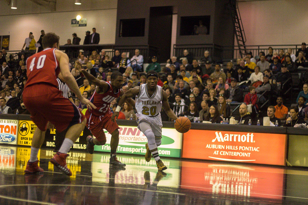 . Felder moves the ball towards the basket. Photos by Dylan Dulberg/The Oakland Press