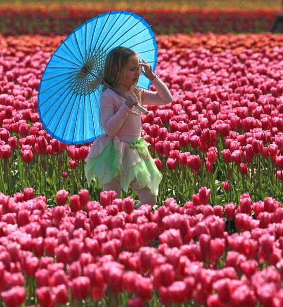 Girl umbella 3610c.jpg