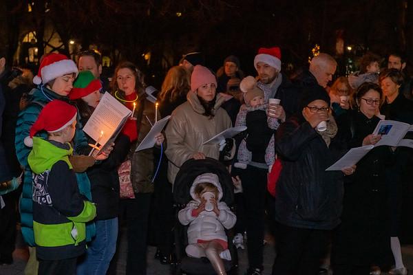 2018-12-24-Caroling Styvesant Park