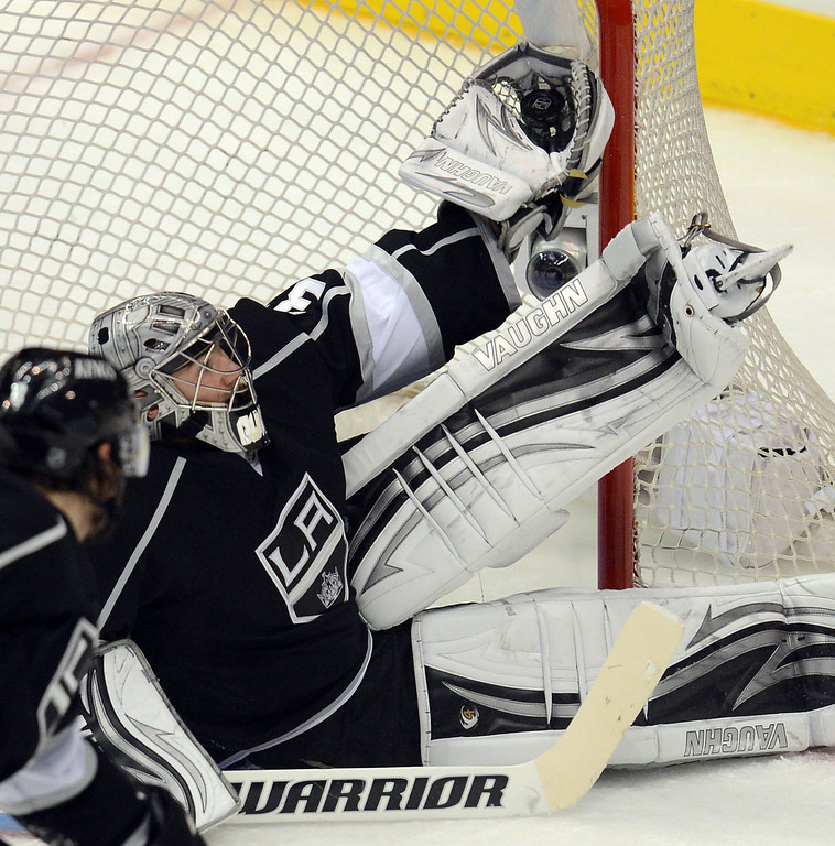 . Kings goalie Jonathan Quick  #32 makes a glove save in the 3rd period against the Blackhawks during game 4 of the Western Conference finals at the Staples Center in Los Angeles June 6, 2013. (David Crane/Los Angeles Daily News)