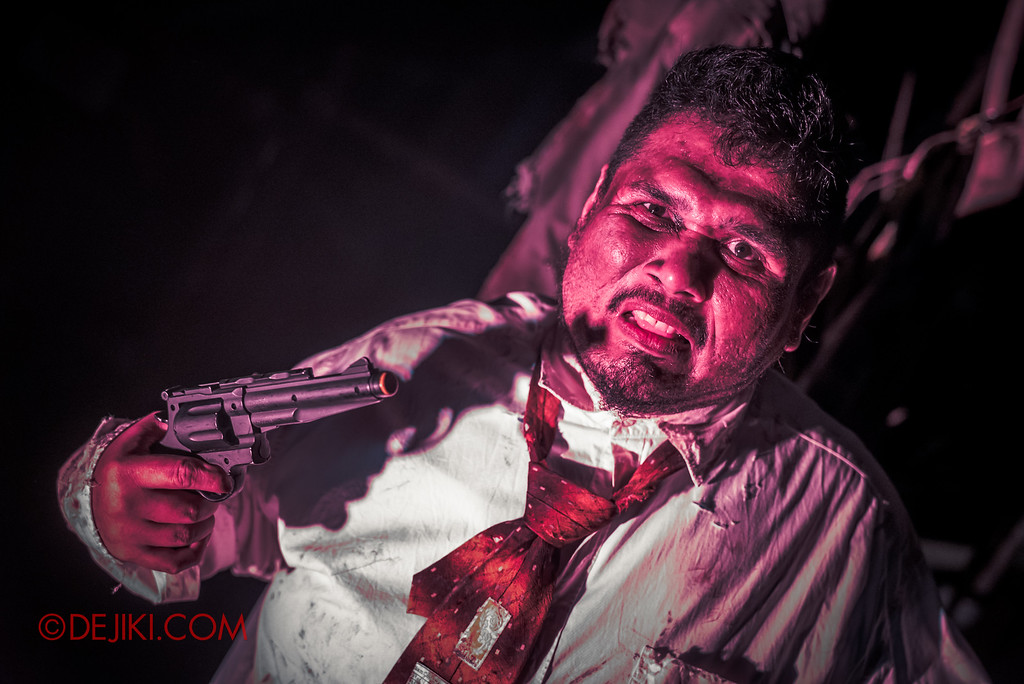 Halloween Horror Nights 6 - Suicide Forest / The Gun