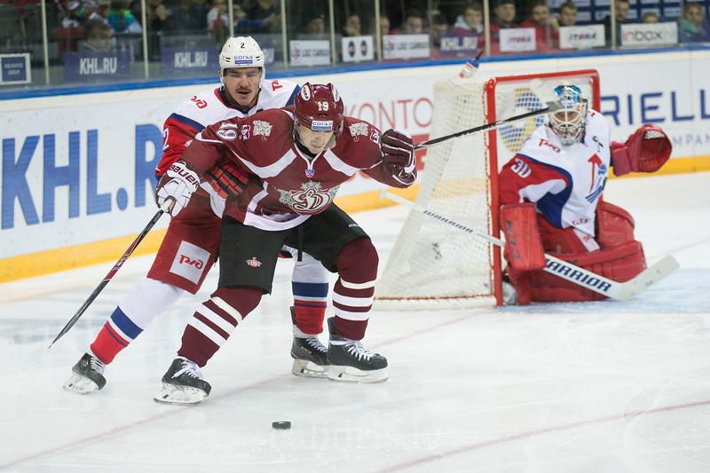 Pavel Koledov (2) of Lokomotiv Yaroslavl tries to stop Mikelis Redlihs (19)