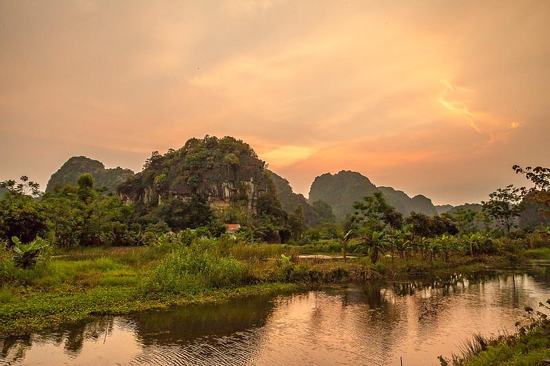 Ninh Binh River SunsetIMG_7623.jpg