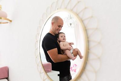 Lifestyle babyfotografie met 3 maand oud baby