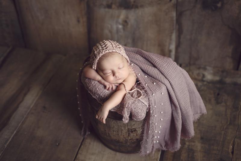 Newborn Lois-1026.jpg