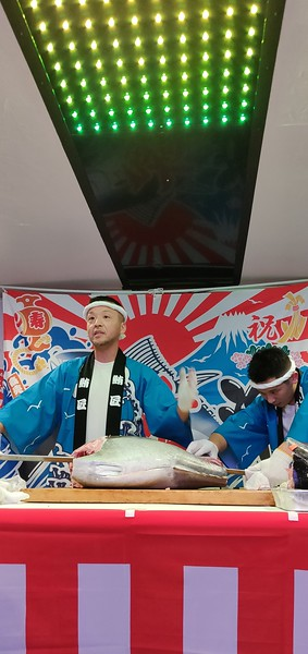 Boat ride in Odaiba with tuna carving