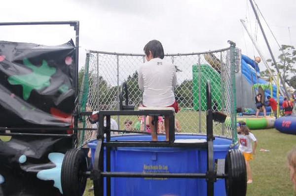 2009 December 6 Pine Crest Carnival 262.avi