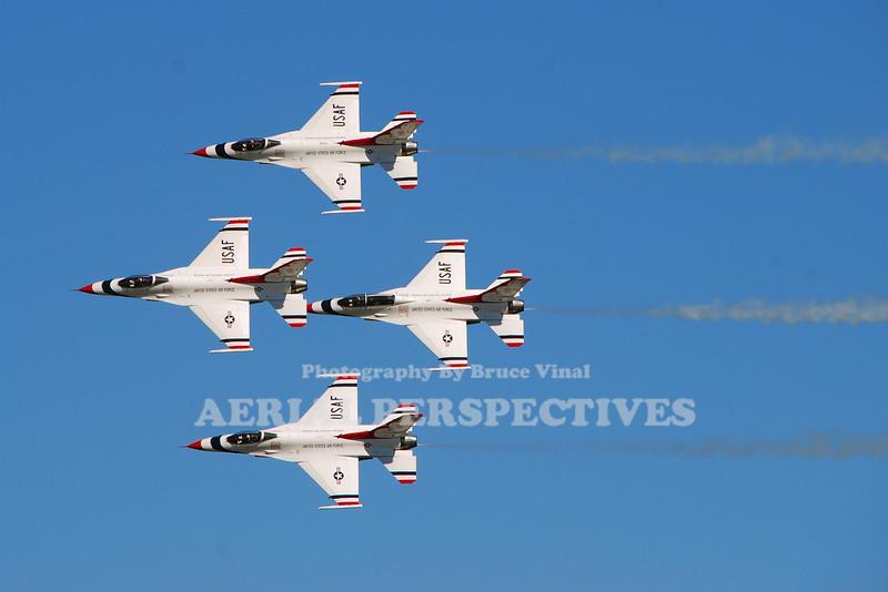 The Thunderbirds/General Dynamics F-16C Fighting Falcons