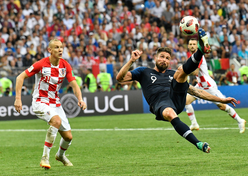 . Croatia\'s Domagoj Vida, left, looks on as France\'s Olivier Giroud plays a ball during the final match between France and Croatia at the 2018 soccer World Cup in the Luzhniki Stadium in Moscow, Russia, Sunday, July 15, 2018. (AP Photo/Martin Meissner)