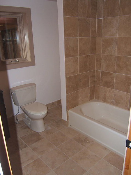 Bathroom2_1197475764.jpg