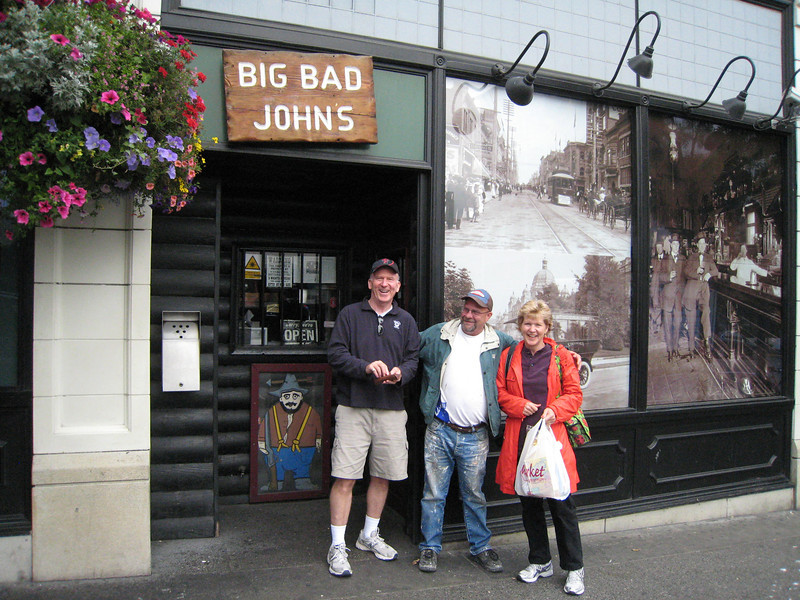 Some fella that Mike and Linda met at Big Bad John's - he was too funny! Wanted to be in the picture!