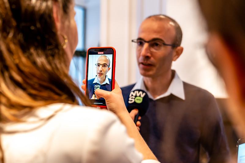 Yuval Noah Harari-24.jpg