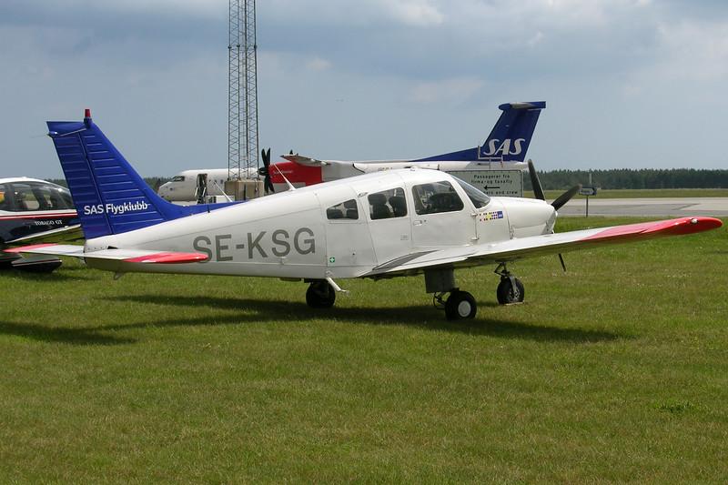 SE-KSG-PiperPA-28-181ArcherII-SASFlygklubb-EKAH-2005-06-09-DSCN1657-KBVPCollection.JPG
