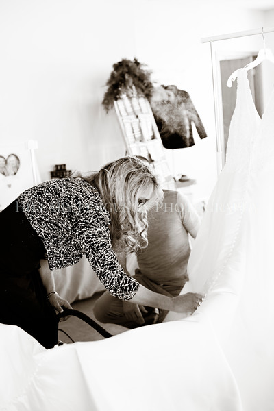 Hillary_Ferguson_Photography_Melinda+Derek_Getting_Ready340.jpg