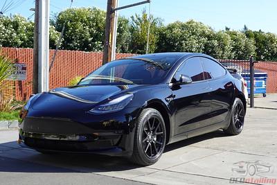 Tesla Model 3 - Solid Black 4