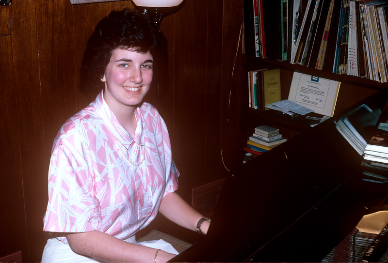 1988-06 Bonnie Piano Recital Bonnie At Piano.jpg