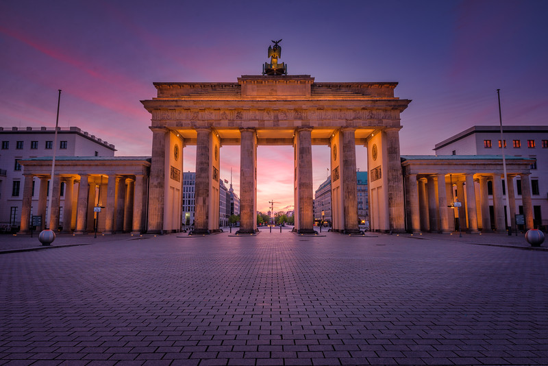 Brandenburg-gate-opposite-side.jpg
