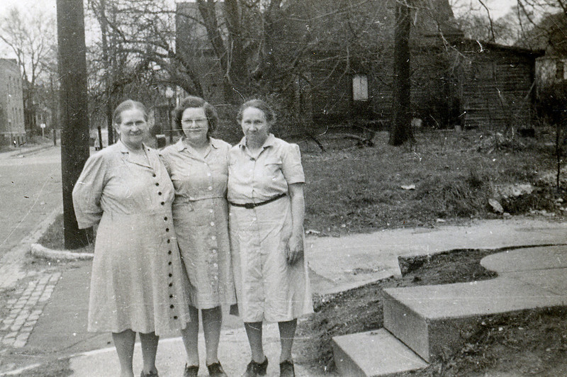 Aunt Mary (Molly), her daughter Naomi and Grandma Dodrill