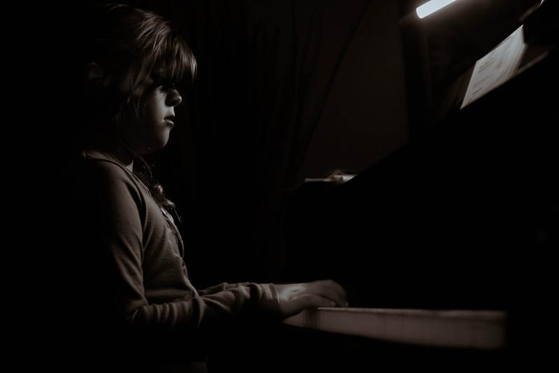 GEORGIA-PIANO-BW.jpg