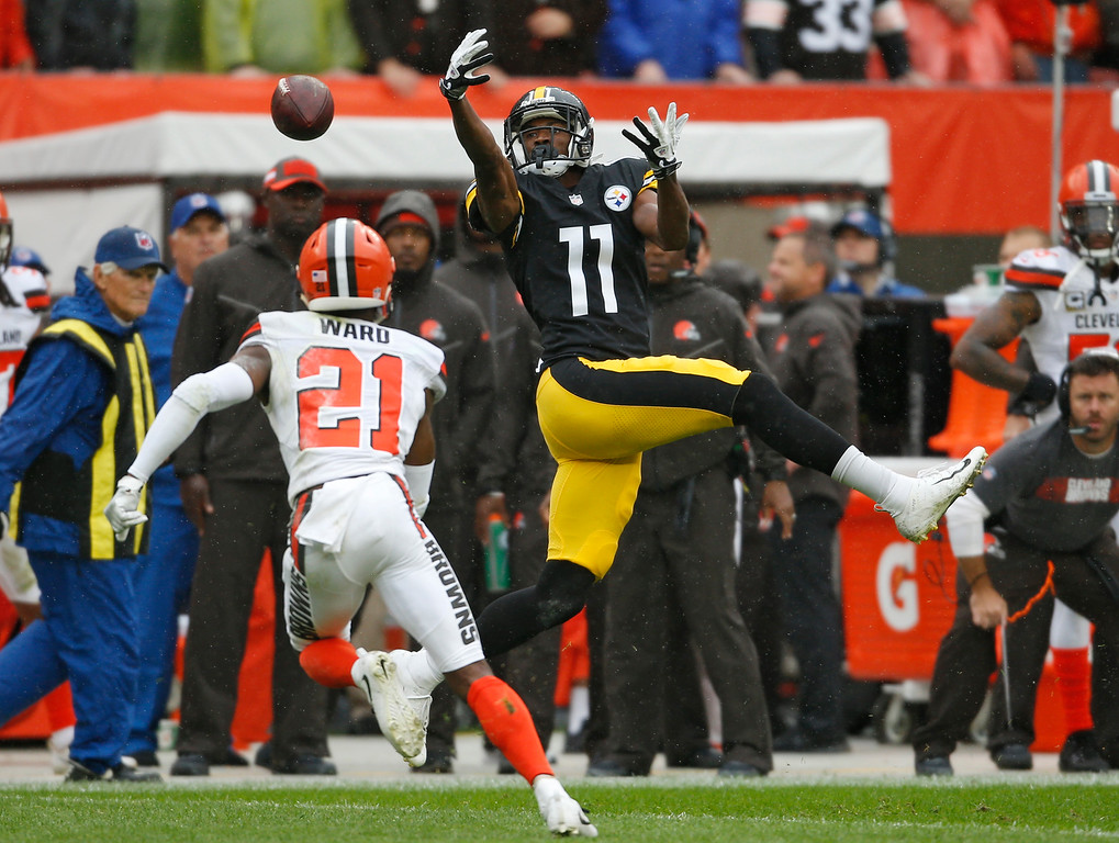 . Pittsburgh Steelers wide receiver Justin Hunter (11) reaches but cannot catch a pass under pressure from Cleveland Browns defensive back Denzel Ward (21) during the first half of an NFL football game, Sunday, Sept. 9, 2018, in Cleveland. (AP Photo/Ron Schwane)