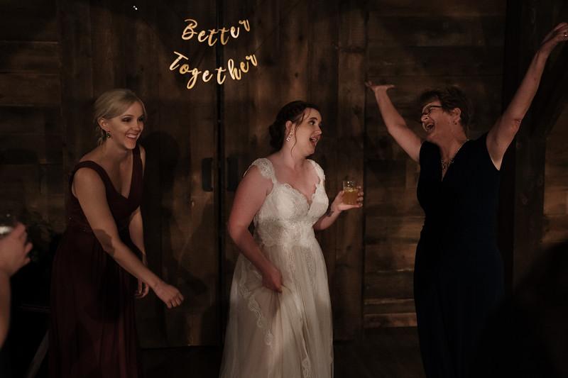 rustic_ohio__fall_barn_wedding-456.jpg