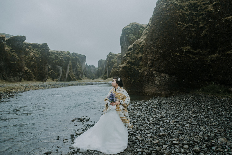 Tu-Nguyen-Destination-Wedding-Photographer-Iceland-Elopement-Fjaðrárgljúfur-16-150a-47.jpg