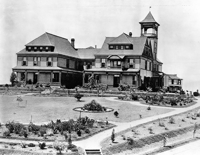 Exterior view of the Belmont Hotel and its yard, Belmont Avenue & 2nd Street, Los Angeles, ca.1885