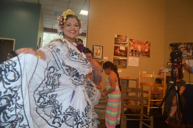018 Panamanian dancing.jpg