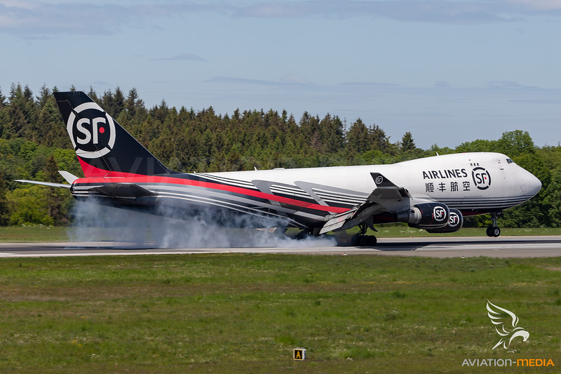 SF Airlines / Boeing 747-400 / B-2422